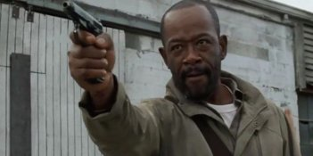 The Walking Dead: l'attore Lennie James in una foto dell'episodio L'ultimo giorno sulla Terra