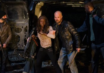 The Walking Dead: Danai Gurira in una foto del season finale