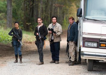 The Walking Dead: Sonequa Martin-Green, Andrew Lincoln, Josh McDermitt e Michael Cudlitz in L'ultimo giorno sulla Terra