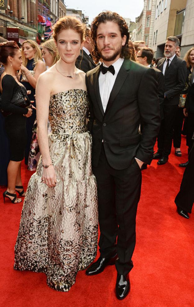 Rose Leslie e Kit Harington sul red carpet dei premi Olivier