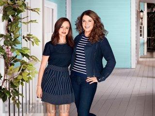 Una mamma per amica: Alexis Bledel e Lauren Graham in una foto promozionale del revival