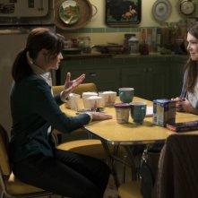 Una mamma per amica: Alexis Bledel e Lauren Graham in una foto della serie revival