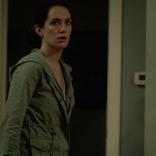 Kate Siegel in una scena dell'horror Hush