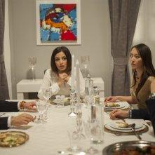 Il ministro: Alessia Barela, Jun Ichikawa, Fortunato Cerlino ed Edoardo Pesce a tavola in una scena del film