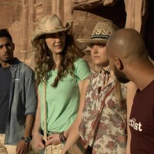 Viaggio da paura: Madeline Zima, Christina Ulfsparre, Fahad Albutairi e Shadi Alfons in un momento del film