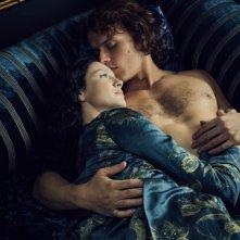 Outlander: una romantica immagine di Jamie e Claire nella seconda stagione