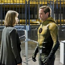 The Flash: Amanda Pays e Matt Letscher nell'episodio Il ritorno dell'Anti-Flash