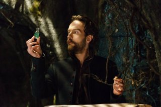 Sleepy Hollow: l'attore Tom Mison interpreta Ichabod Crane nell'episodio Ragnarok