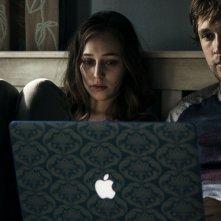 Friend Request - La morte ha il tuo profilo: Alycia Debnam-Carey e William Moseley in una scena del film