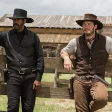 The Magnificent Seven: Denzel Washington e Chris Pratt in una scena del film