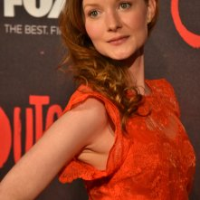 Outcast: Wrenn Schmidt posa sul red carpet della premiere europea