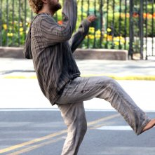 Iron Fist: Finn Jones danza sul set