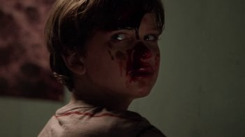 Outcast: un'immgine del piccolo Gabriel Bateman ricoperto di sangue