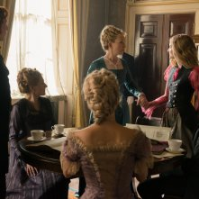 Alice attraverso lo specchio: Mia Wasikowska, Lindsay Duncan e Leo Bill in un momento del film