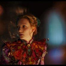 Alice attraverso lo specchio: Mia Wasikowska in un'immagine del film