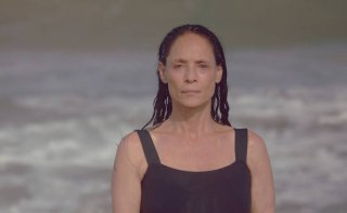 Aquarius: Sonia Braga in un momento del film