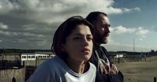 Fiore: Valerio Mastandrea e Daphne Scoccia in una scena del film