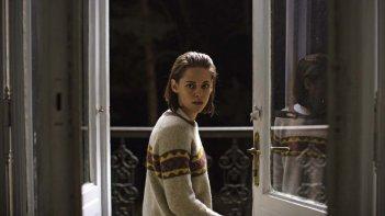 Personal Shopper: Kristen Stewart in una scena del film