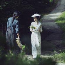 The Handmaiden: Tae Ri Kim e Kim Min-hee in una scena del film
