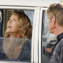The Last Face: il regista Sean Penn e Charlize Theron in una scena del film