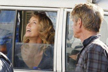 The Last Face: il regista Sean Penn e Charlize Theron in una scena del film