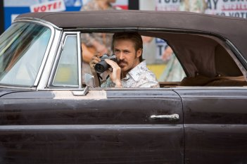 The Nice Guys: Ryan Gosling in una scena del film