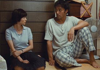 After the Storm: Yoko Maki e Hiroshi Abe in una scena del film