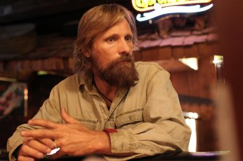 Captain Fantastic: Viggo Mortensen in una scena del film