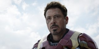 Captain America: Civil War - Robert Downey Jr. in un momento del film