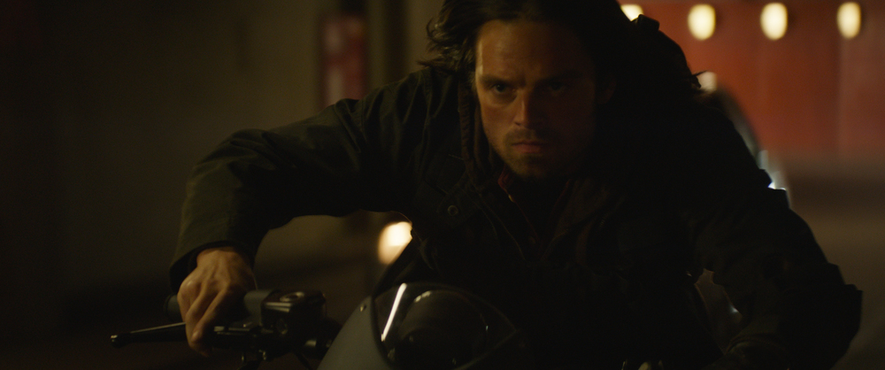Captain America: Civil War - Sebastian Stan in moto in un momento del film
