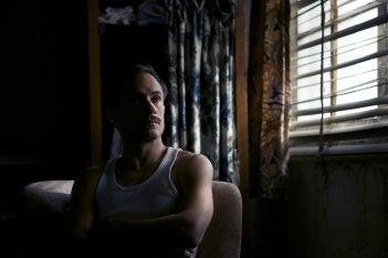 Neruda: Gael García Bernal in una scena del film