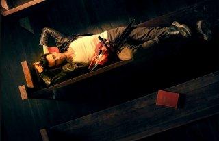 Preacher: il vampito Joseph Gilgun sdraiato