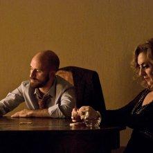 La buona uscita: Marco Cavalli e Gea Martire insieme in un momento del film
