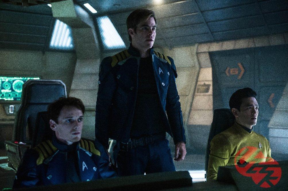 Star Trek Beyond: Anton Yelchin, Chris Pine e John Cho in una foto del film