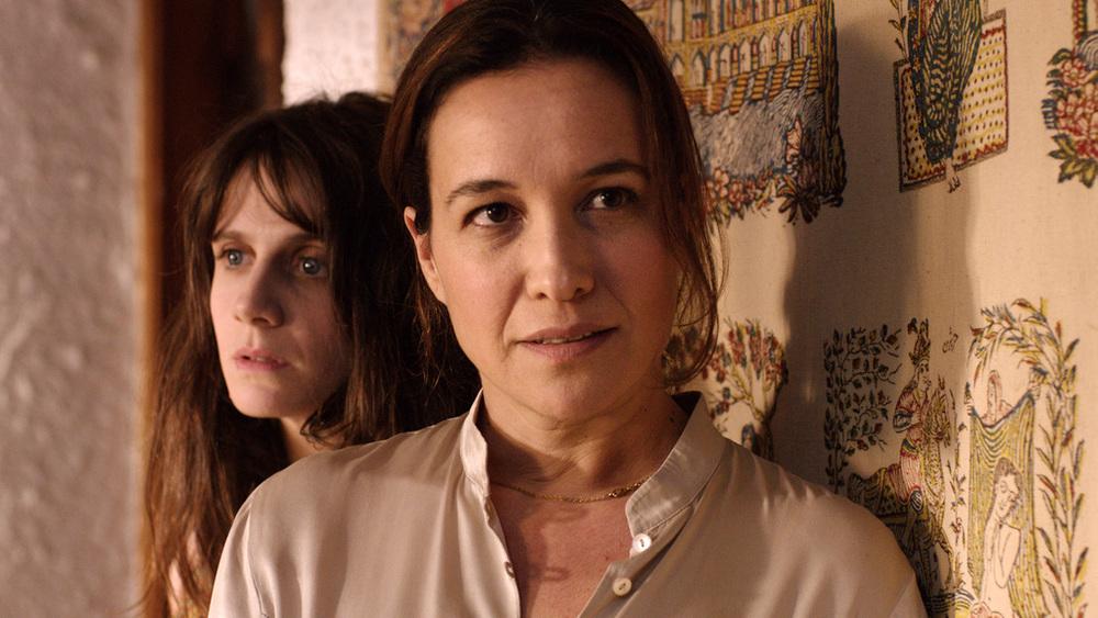 Le case delle estati lontane: Yaël Abecassis e Judith Chemla in una scena del film