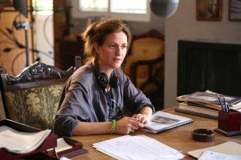 Le case delle estati lontane: la regista Shirel Amitay sul set del film