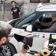 Falchi: il regista Toni D'angelo dirige il padre Nino sul set