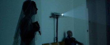 Claustrophonia: una scena con la protagonista Matilde Gioli