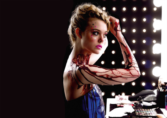 The Neon Demon: la protagonista Elle Fanning in una foto del film
