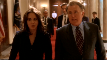 West Wing: Stockard Channing e Martin Sheen in una foto della serie