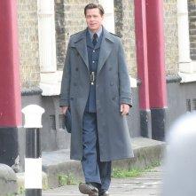 Allied: Brad Pitt cammina sul set inglese