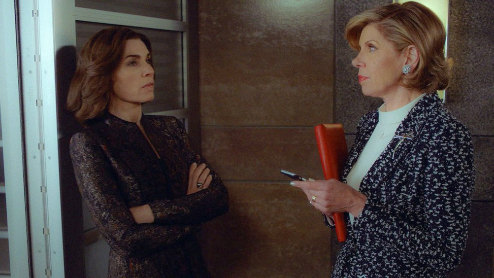 The Good Wife: Julianna Margulies e Christine Baranski nell'episodio End