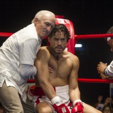 Hands of Stone: Edgar Ramirez e Robert De Niro in una scena del film