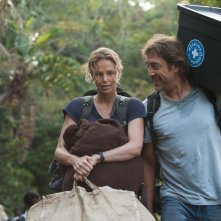 The Last Face: Javier Bardem e Charlize Theron in un momento del film