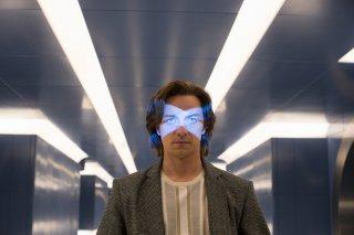 X-Men: Apocalisse - James McAvoy con un'espressione decisa in una scena del film