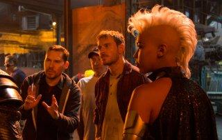 X-Men: Apocalisse - Alexandra Shipp, Michael Fassbender e il regista Bryan Singer sul set del film