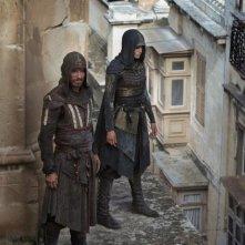 Assassin's Creed: Michael Fassbender e Aria Labed sui tetti della città