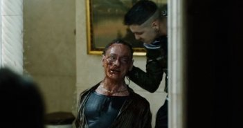 Gomorra - la serie, Massimiliano Rossi in una delle scene più dure