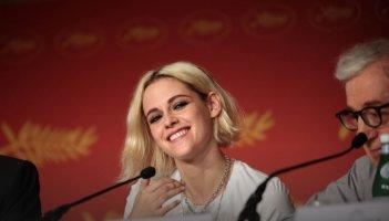 Cafe Society: un bel primo piano di Kristen Stewart a fianco di Woody Allen a Cannes 2016