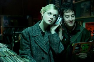 How To Talk To Girls At Parties: Elle Fanning e Alex Sharp nella prima foto dal film
